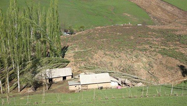 ВКиргизии оползень накрыл село: десятки погибших