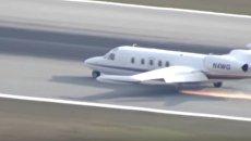 Огненная посадка пассажирского самолета без шасси