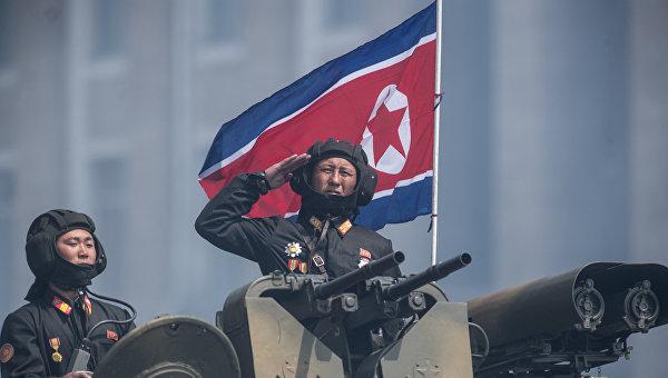 Военнослужащие КНДР на бронетранспортере. Архивное фото
