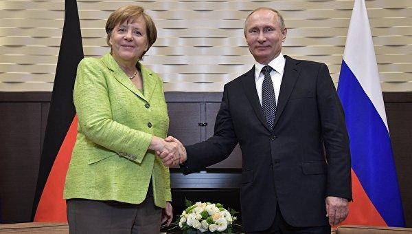 Президент РФ Владимир Путин и федеральный канцлер ФРГ Ангела Меркель в Сочи