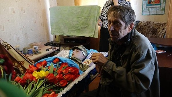 Похороны солдата из Донбасса, которого нашли повешенным в Чугуеве