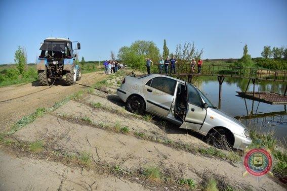 Пропавших в Донецкой области девушку и многодетного отца наши на дне озера в соседней области