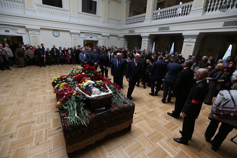 Прощание с поэтом Борисом Олийныком