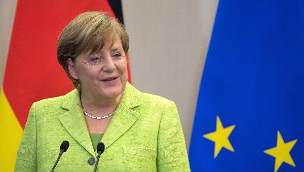 Меркель пообещала Путину переговорить сПорошенко— Ушаков