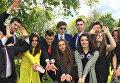 Дети президента Порошенко сфотографировались для выпускного альбома