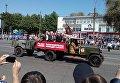 Торжественный парад в Кривом Роге с участием восстановленного танка Т-34, освобождавшего Берлин