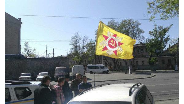 В Одессе задержан мужчина с коммунистическим флагом