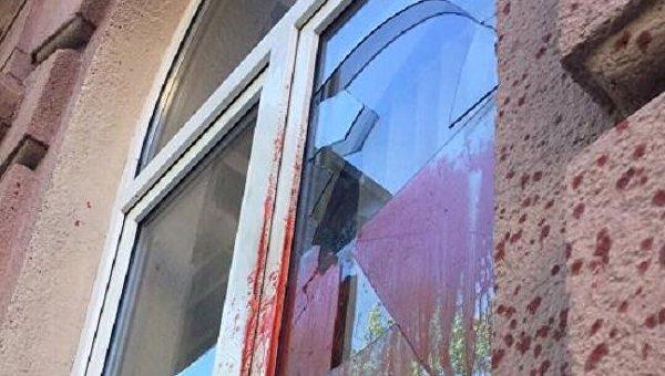 Неизвестные бросили коктейль Молотова в офис националистической партии «Свобода» во Львове