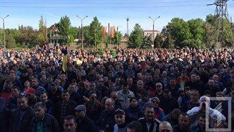 На митинг за повышение зарплат вышло более 1000 работников АрселорМиттал Кривой Рог