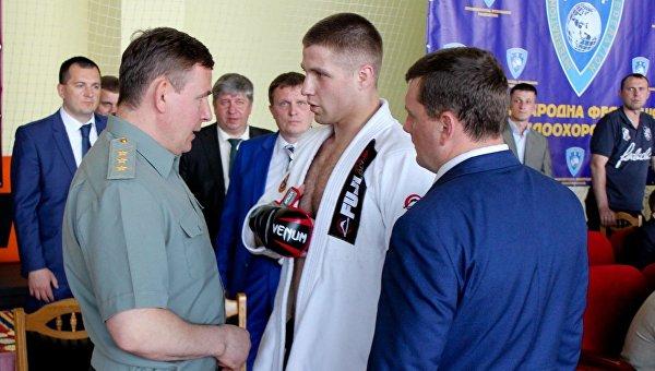 Валерий Гелетей и Александр Волков на соревновании по самбо