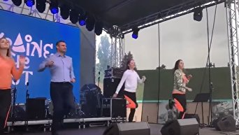 На радостях после Евровидения Кличко станцевал с волонтерами. Видео
