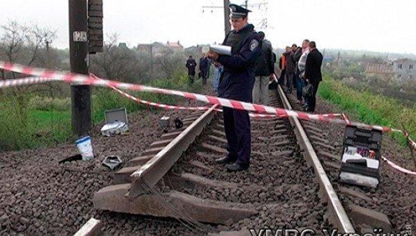 На месте взрыва на 23 километре одноколейки Ксениево-Аккаржа, который произошел 28 апреля 2015 года в Одесской области