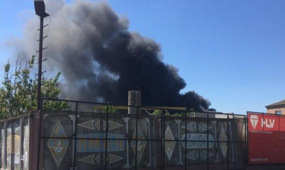 В Киевской области горит Березанская суконная фабрика