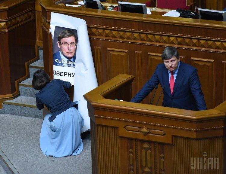 Председатель фракции Блок Петра Порошенко Артур Герасимов во время заседания Верховной Рады Украины