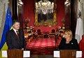 Президент Украины Петр Порошенко и президент Республики Мария-Луиза Колейро Прека во время совместной пресс-конференции в Валлетте (Мальта)