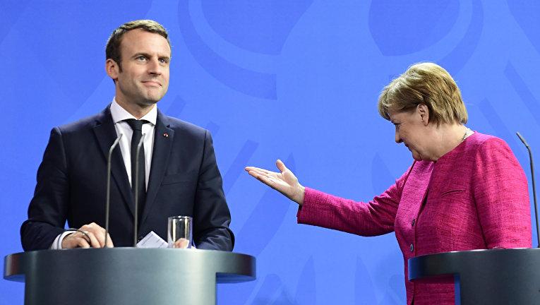 Канцлер Германии Ангела Меркель и президент Франции Эммануэль Макрон на пресс-конференции в канцелярии в Берлине