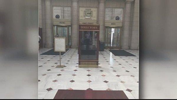 На электронном табло вокзала в Вашингтоне показали порно