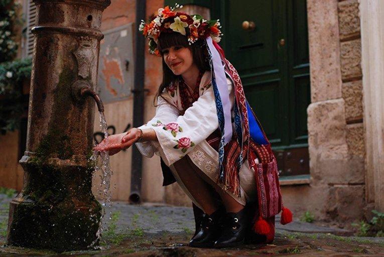 Дефиле в вышиванках в Риме