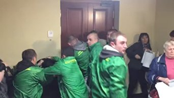 Активисты и охрана подрались в Киевсовете