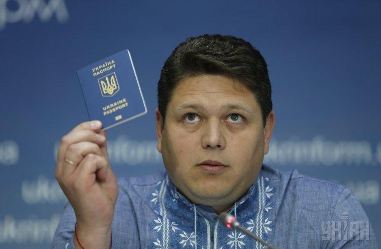 Глава Государственной миграционной службы Максим Соколюк во время брифинга в Киеве.