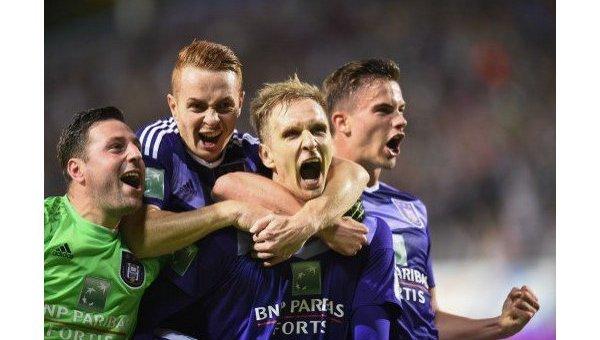 Игроки ФК Андерлехт празднуют победу в чемпионате Бельгии