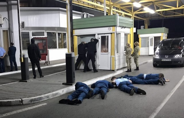 Спецоперация СБУ на КПП Тиса: Задержаны таможенника на взятке