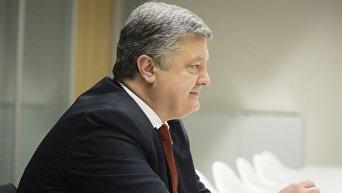 Президент Петр Порошенко во время визита в Германии