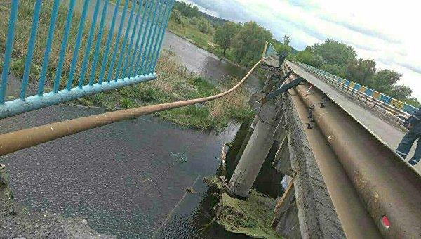 Под Харьковом обрушилась часть 245-метрового моста