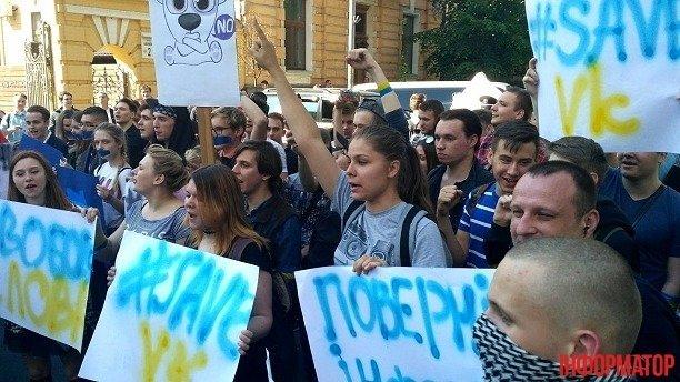 Администрацию Президента пикетируют, требуя разблокировать Вконтакте