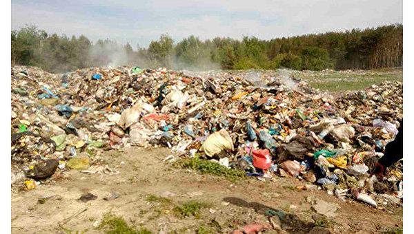 Львовский сор  тайком выбросили вЖитомирской области— обычная  Украина