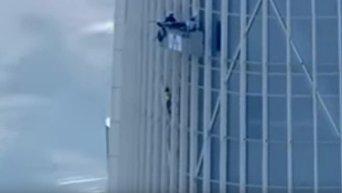 Альпинистка покорила самое высокое здание в Южной Корее без спецснаряжения. Видео