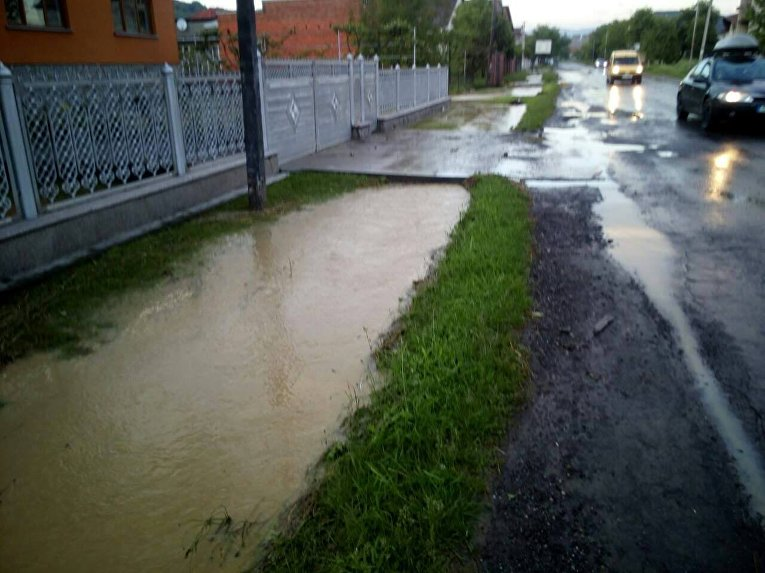 Мощнейший ливень наЗакарпатье вызвал оползни изатопил село