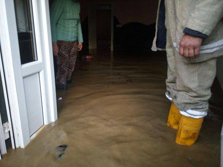 Из-за обильных ливней в селе Белая Церковь Закарпатской области были подтоплены 10 частных домов и 100 домохозяйств
