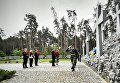 Петр Порошенко с женой Мариной на территории Национального историко-мемориального заповедника Быковнянские могилы