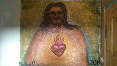 Житель Ужгорода разрисовал подъезд многоэтажки картинами на религиозную тематику