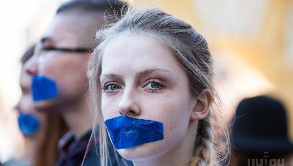 Митинг студентов и школьников в поддержку соцсети ВКонтакте под АПУ