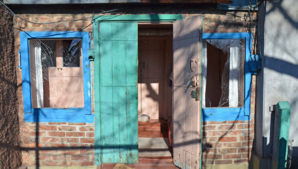 Последствия ночного обстрела Ясиноватой в Донбассе. Архивное фото