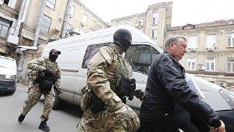 Задержанных экс-руководителей налоговой доставляют в Печерский суд