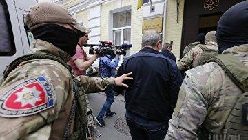 Матиос показал российский паспорт, изъятый у экс-налоговика Козака