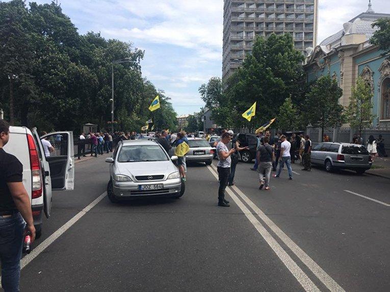Акция протеста под ВРУ: владельцы авто на иностранных номерах перекрыли улицу Грушевского