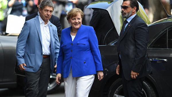 Меркель: ЕСнужно взять свою судьбу всобственные руки