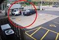 Женщина на ходу прыгнула на свой автомобиль, чтобы остановить грабителя