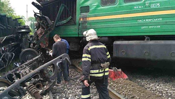 В Каменец-Подольском столкнулись пассажирский и грузовой поезда