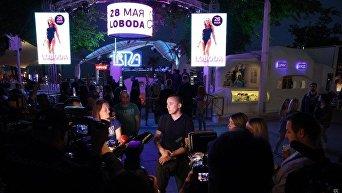Как в Одессе отменяли концерт Лободы: петарды, дымовые шашки и потасовка