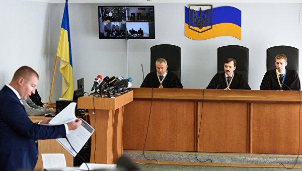 Заседание Оболонского суда Киева по делу Януковича