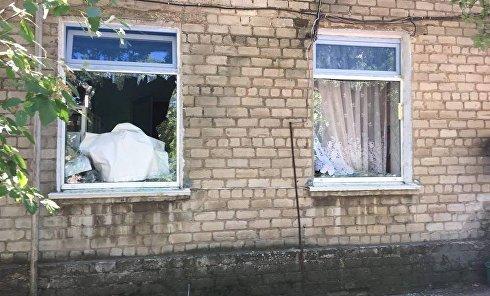 Последствия обстрела ополченцами Красногоровки. Архивное фото