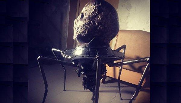 Изголовы основного киевского монумента Ленину сделали железного паука