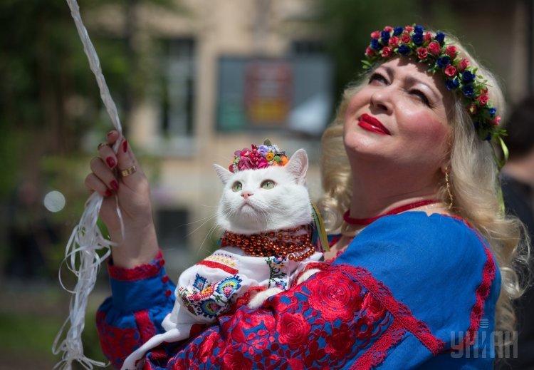 Мегамарш в вышиванках в Киеве в честь Дня города.