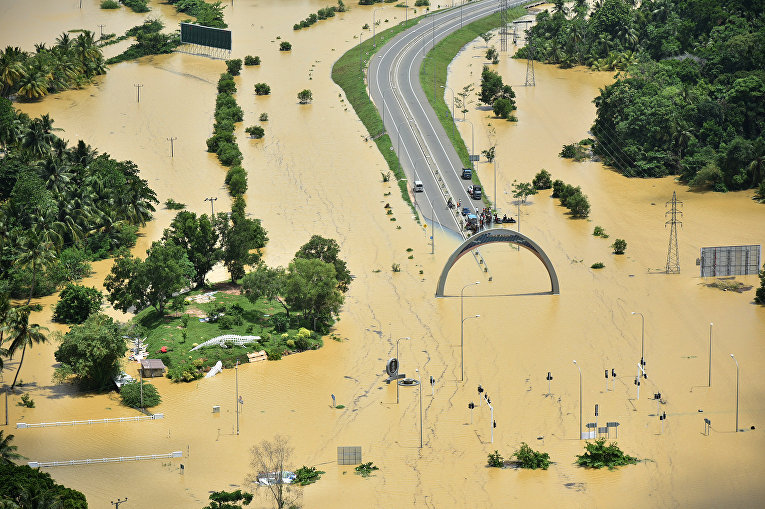 В результате масштабного наводнения на Шри-Ланке погибли 164 человека, еще 104 человека числятся пропавшими без вести.