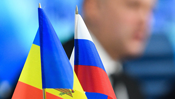 Флаги Молдавии и России. Архивное фото